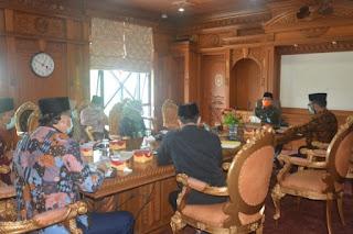 Gubernur Pimpin Rapat Penanganan Covid-19 : Jangan Sampai Masyarakat Susah
