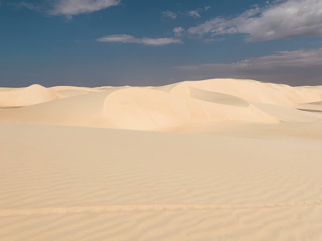 dunas de areia e ceu azul
