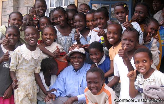 Niños pobres de Kenia reciben ayuda