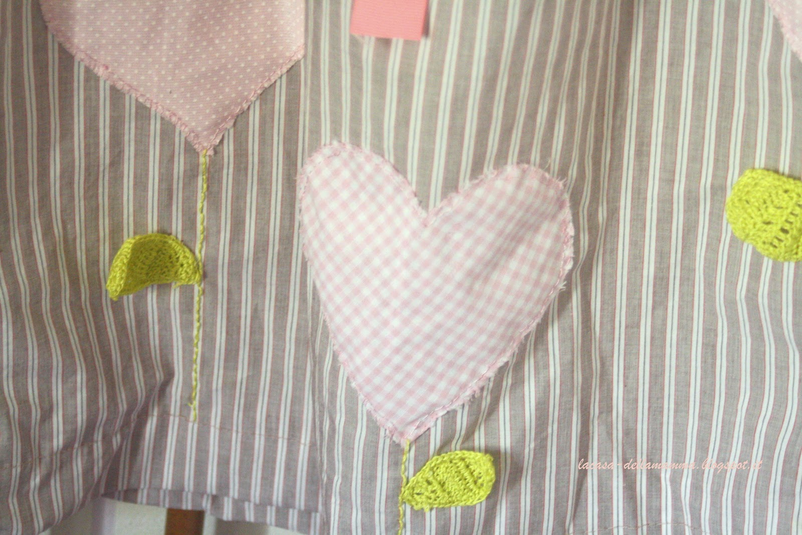 """Il modello è ricavato da """"Come realizzare abiti perbambini"""" di Emma Hardy. 4576f1d6e7c"""