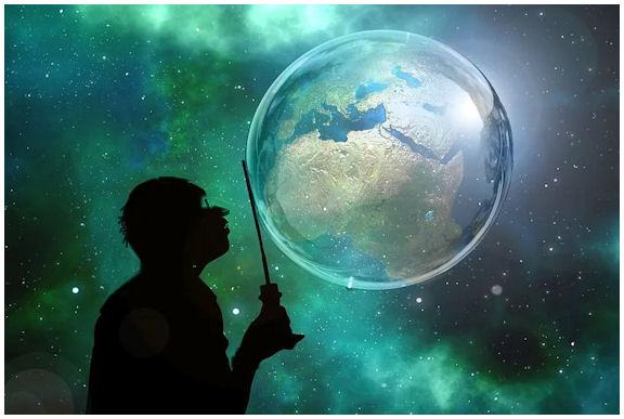 Unenomainen avaruus, jossa hahmottuu maapallo, jota unennäkijä (silhuettikuvana) koettaa karttakeppinsä kanssa ohjailla