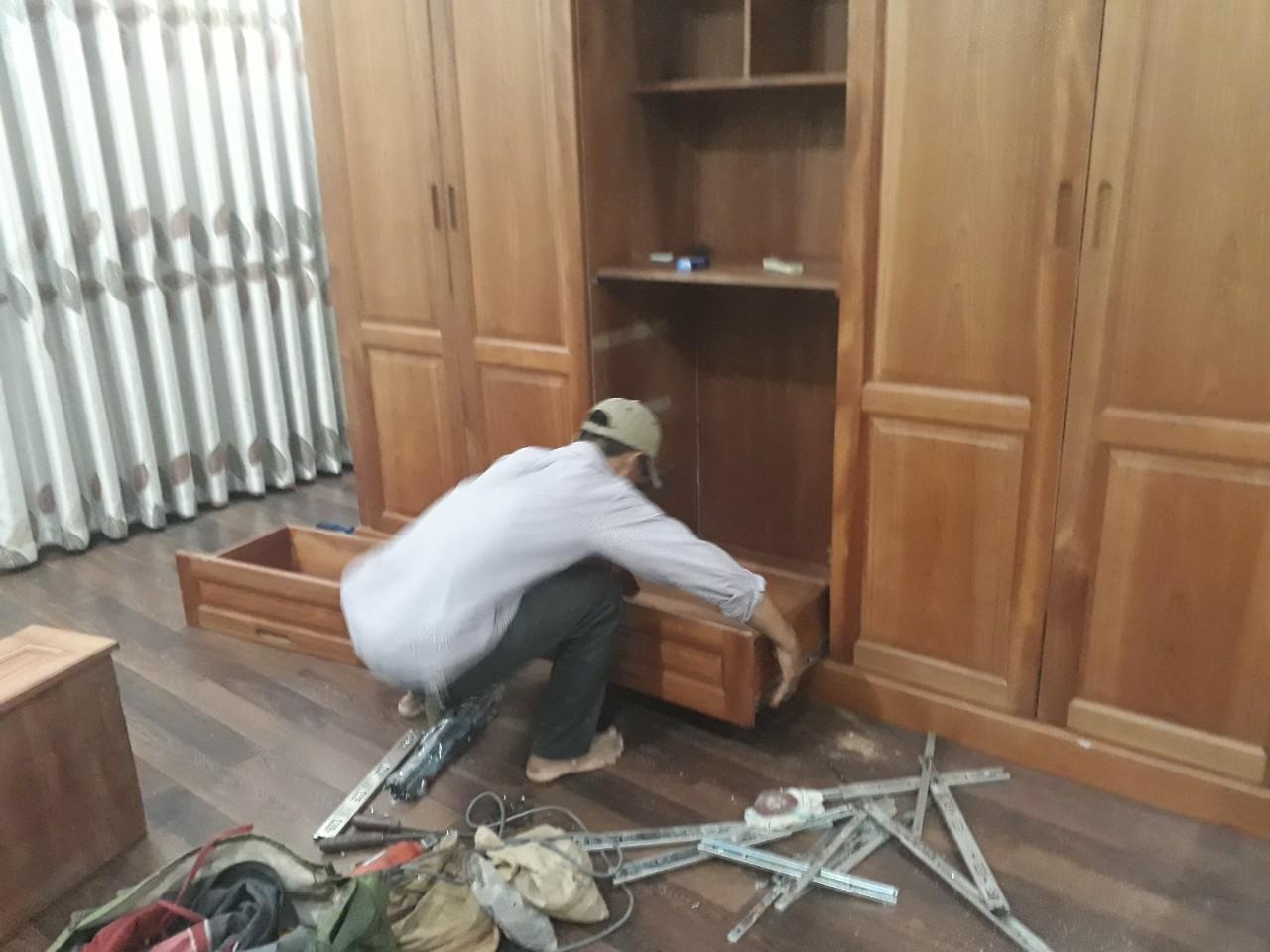 Xưởng sửa chữa đồ gỗ Quang Tùng - Uy tin Tin Cậy số 1 Hà Nội: Hướng dẫn các tháo  lắp tủ gỗ tại nhà đơn giản hiệu quả