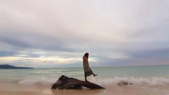 Berselancar ke Pantai Pinang Selayar  di Sisi Sebelah Timur Kecamatan Bontosikuyu