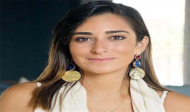 أمينة خليل تهاجم حورية فرغلي مش بنت خالتي ومافيش علاقة بينا
