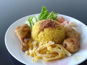 Nasi uduk kuning