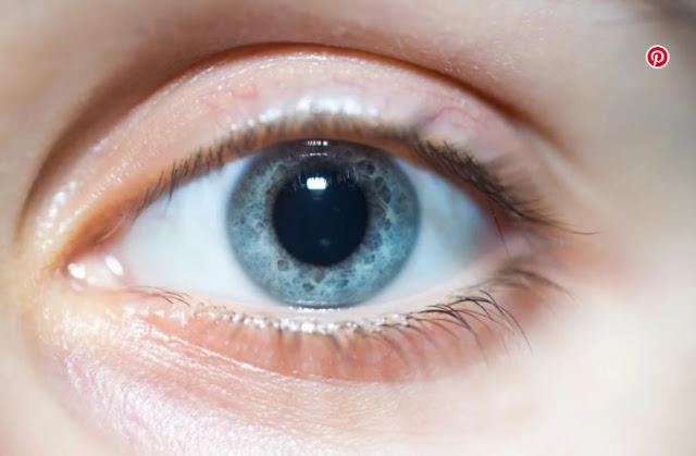 MUNDO: Las personas con pupilas grandes son más inteligentes, concluye un estudio.