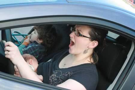 Kontroversial Wanita Menyusu Cara Ibu Menyusui Bayi yang Menuai Kontroversi