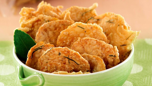 Jenis Usaha Makanan Unik Dengan Modal Kecil yaitu keripik tempe goreng