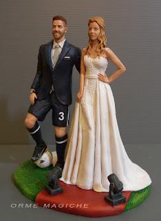 le migliori statuine per torta nuziale sposo calciatore sposa bionda modella attrice orme magiche