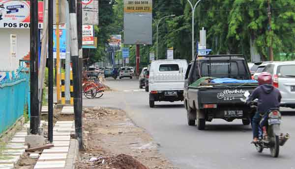 pelebaran simpang jalan di kota cirebon belum rampung