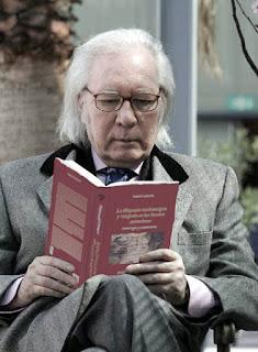 Umbral leyendo un libro de Nueva Roma