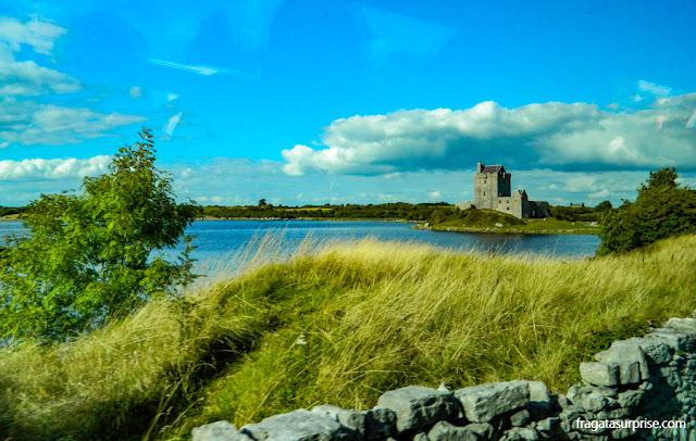 Castelo medieval no Condado de Clare, Irlanda