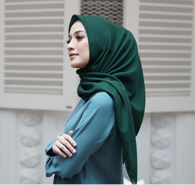 1. Hijab Dark Green