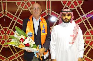 مدرب الفيحاء الجديد يصل إلى مطار الملك خالد الدولي
