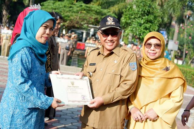 Siti Maesaroh Depok PKK Cadre Chosen to Become the Best PKK Cadre at West Java Province Level