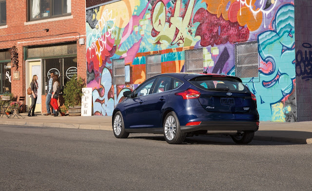 Rear 3/4 view of 2016 Ford Focus Titanium Hatchback
