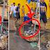 Video ng isang matandang lalaki habang buwis buhay itong sumusisid sa baradong kanal nag Trending