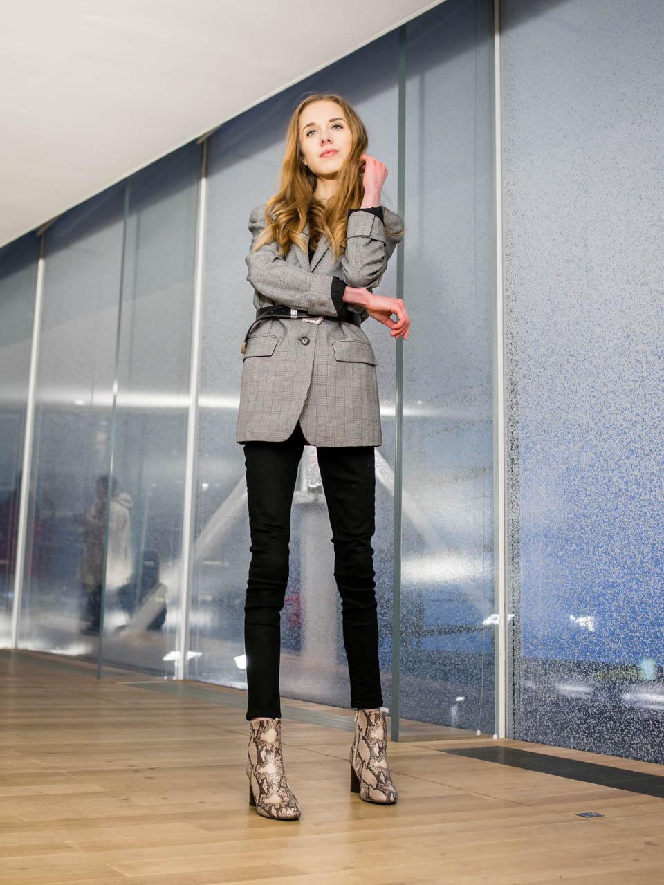 Minimalistic chic outfit with blazer and a belt - Minimalistinen ja tyylikäs asu bleiserin ja vyön kanssa