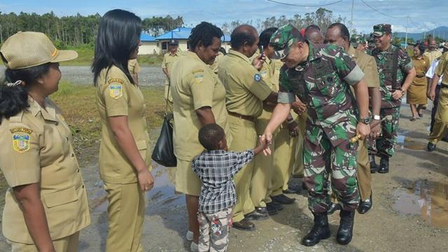 Soal Papua, Hadi Tjahjanto Harus Belajar dari Gatot Nurmantyo