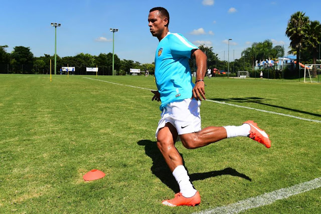 Ainda sem rescisão, Luis Fabiano já foi inscrito pelo Vasco para o Campeonato Carioca (Foto: Sergio Barzaghi/Gazeta Press)