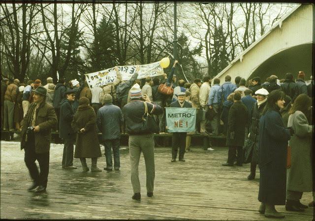 27 апреля 1988 года. Парк имени Кирова. Участники акции протеста против строительства метро в Риге