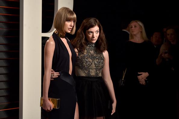 Taylor Swift, Selena Gomez, Demi Lovato, Lady Gaga y más, asisten a la tradicional fiesta de Vanity Fair post-Oscar.