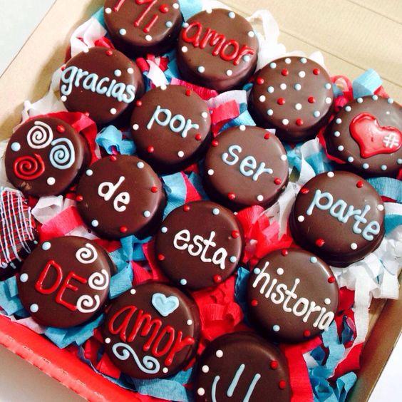 Galletas bañada en chocolate con frase para regalar en San Valentín