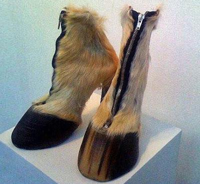 ausgefallene Schuhe für Frauen - Pferdehufe lustig
