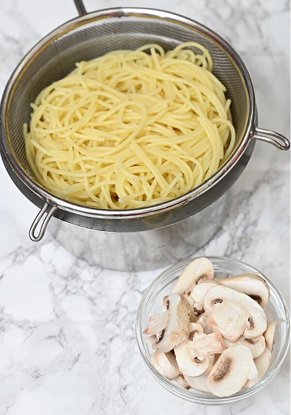 ingredients to make the best mushroom pasta