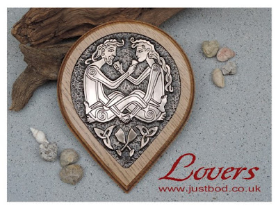 Celtic Lovers wall plaque in bronze and oak by Justbod