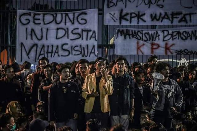 Demo Mahasiswa di DPR Jokowi KPK