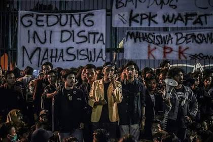 Tolak UU KPK, Mahasiswa Ancam Bakal Demo Lebih Besar Lagi di DPR