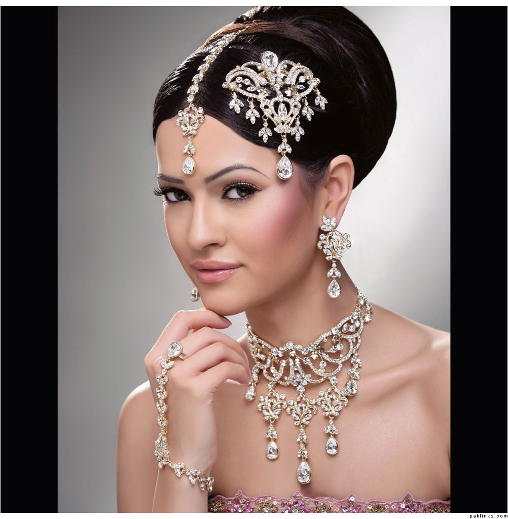 Hindu Bridal Hairstyles 14 Safe Hairdos For The Modern: Indian Bridal Jhumar