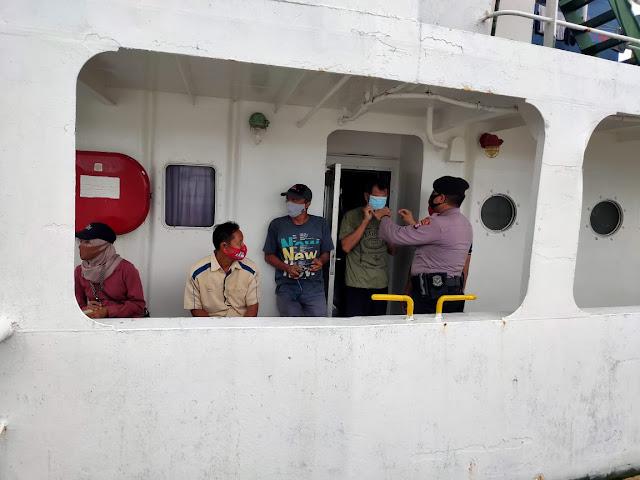 Untuk Menekan Sebaran Covid 19 Polsek Kawasan Pelabuhan Mentaya Lakukan Operasi Yustisi Di Kawasan Pelabuhan Sampit