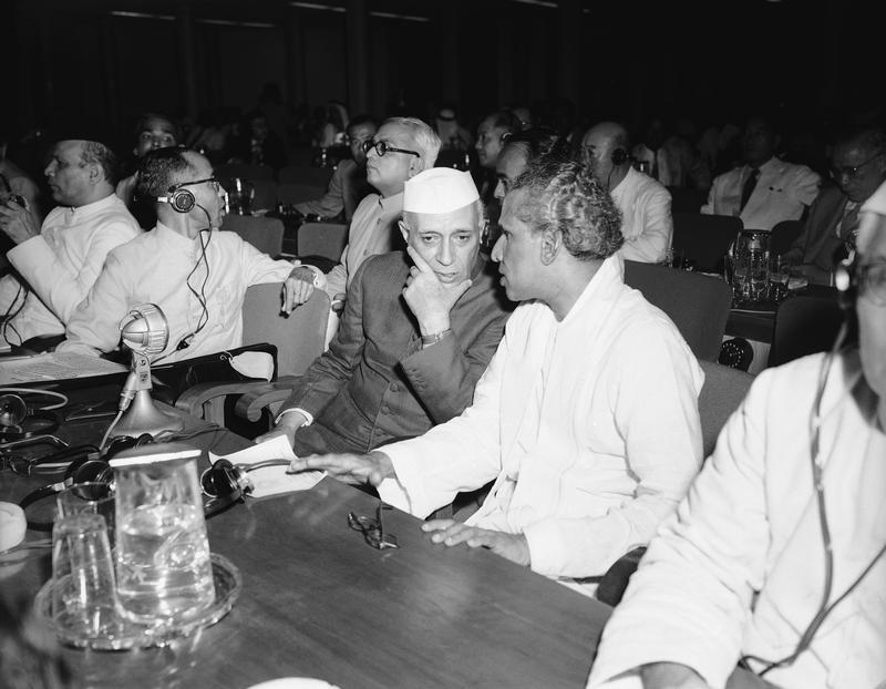 VK Menon, Pandit Jawaharlal Nehru, Vengalil Krishnan Krishna Menon, VK Menon in marathi, vk krishna menon information in marathi, vk krishna menon longest speech, vk krishna menon biography, पंडित जवाहरलाल नेहरू, वि के मेनन