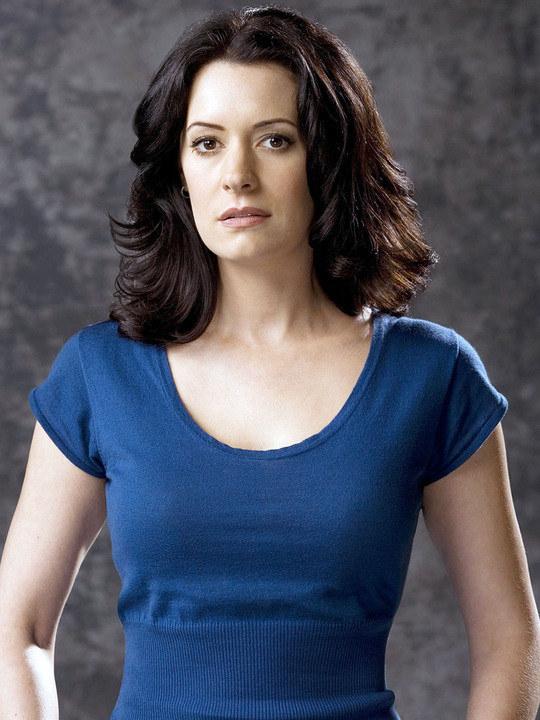 Já o o site TV Line publicou que a personagem de Paget se chamará Trish e,  ao contrário de Gloria (Sofia Vergara), Trish