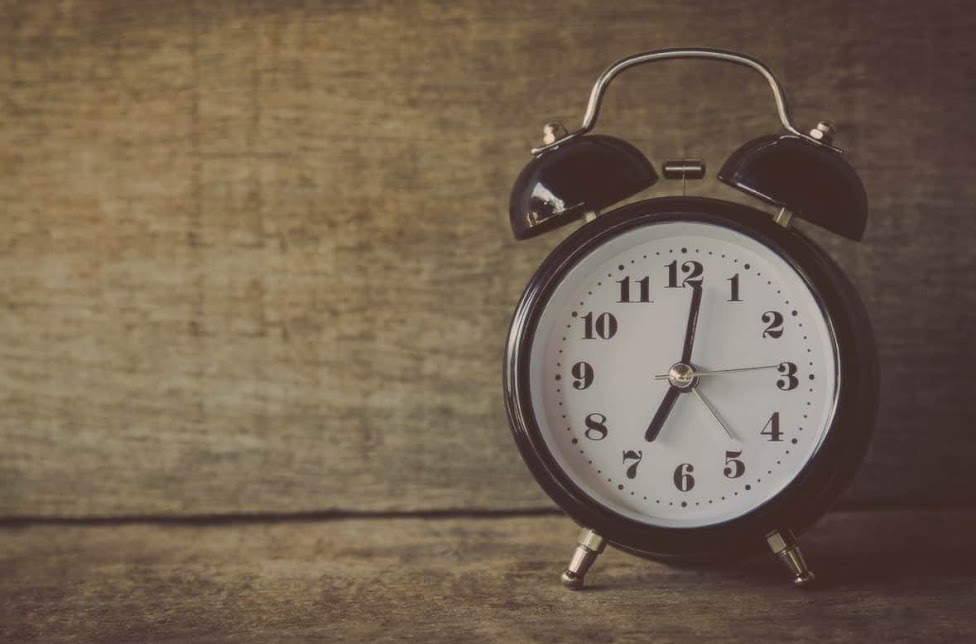 Mornings are better if one does have morning routine.This article consists of morning routine ideas and tips. Morning routines are really helpful for productive day.