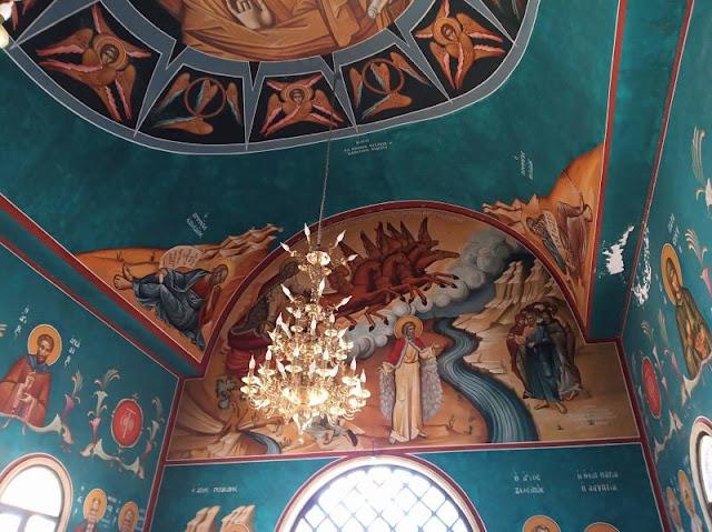 colorati affreschi all'interno della chiesa di san giovanni battista a betania