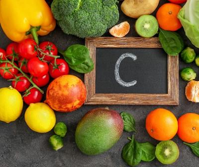 Konsumsi makanan yang mengandung vitamin C