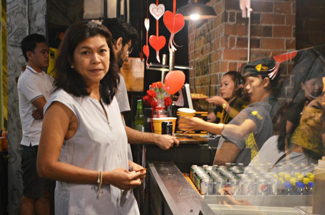 cebu-fashion-blogger-almostablogger-pizza.jpg