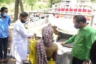 mp-distribute-food-jamshedpur