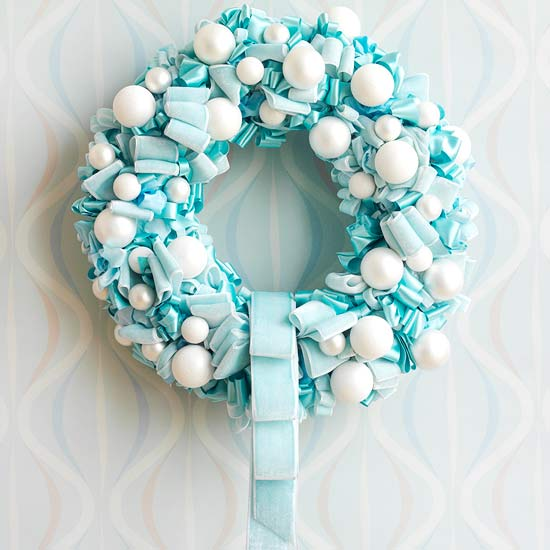 Creative Wreath Ideas: Mix And Chic: Creative And Unconventional Christmas Wreath