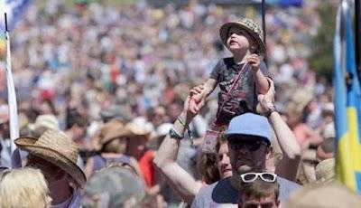 anak di festival musik