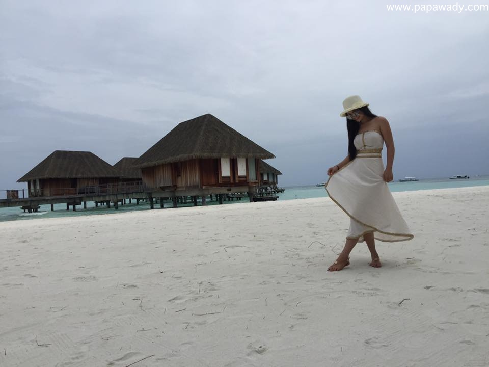 Khin Wint Wah Happy Time With Her Friends In Maldives Beach
