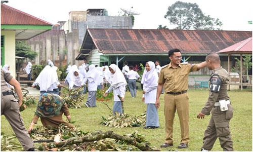"Akibat Di Timpa Pohon Durian,3 Lokal MAN 2 Payakumbuh Rusak,""Wakil Wali Kota Erwin Yunas Tanggap Dan Turun Tangan"