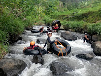 Sensasi Ngeri-ngeri Sedap River Tubing di Kaki Gunung Wilis Wagir Kidul Pulung