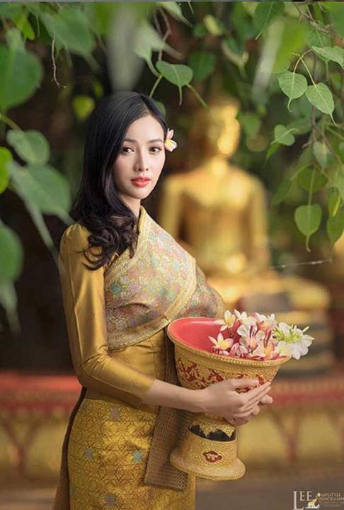 """2 mỹ nhân Lào nổi tiếng xinh như tiên nữ thích mặc hở mà không """"hư"""""""