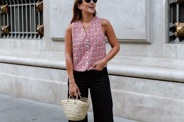 Fashion South con chaleco de flores de Mango