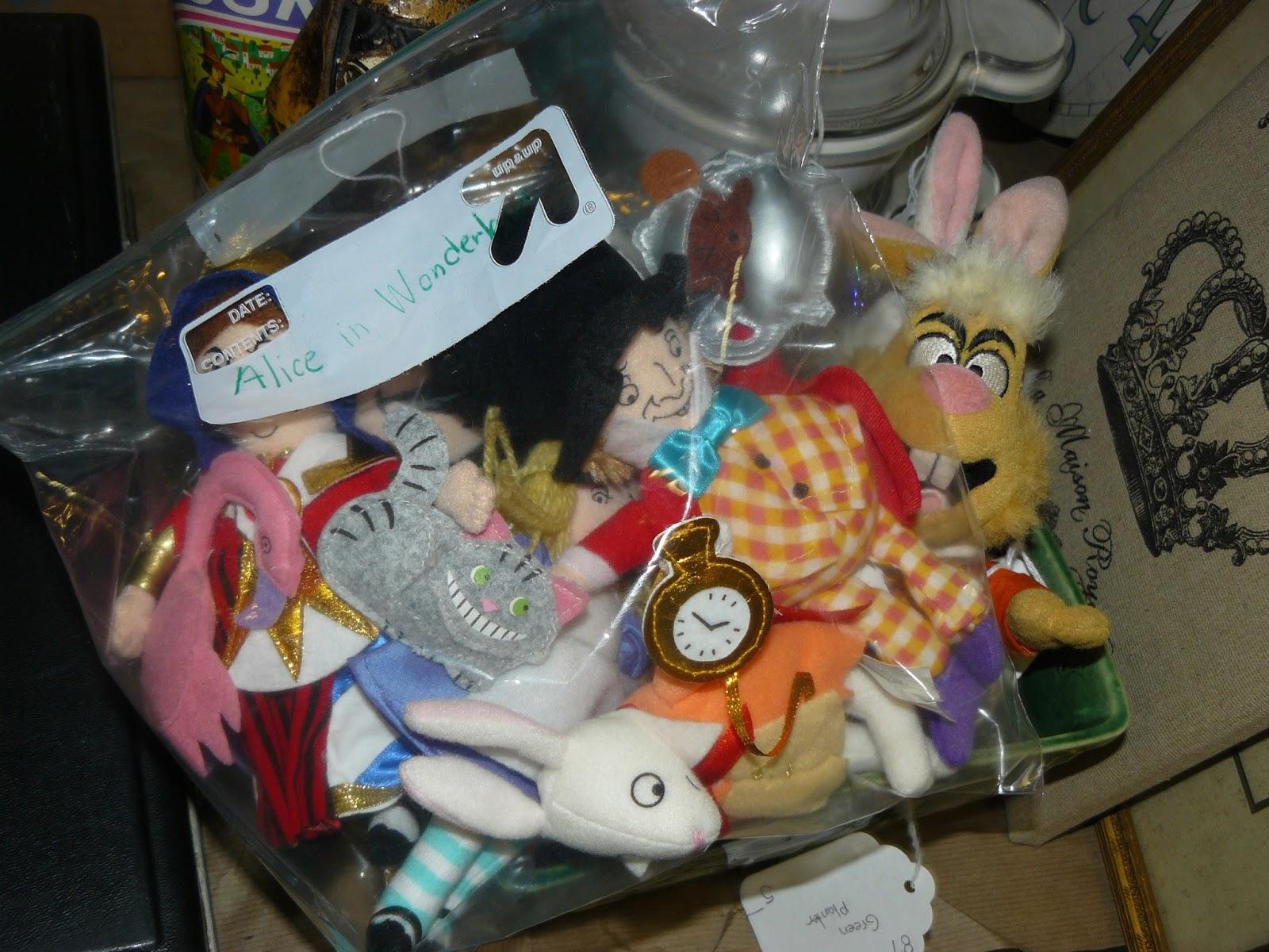 SCRANBERRY COOP : Alice in Wonderland, plush toy doll set