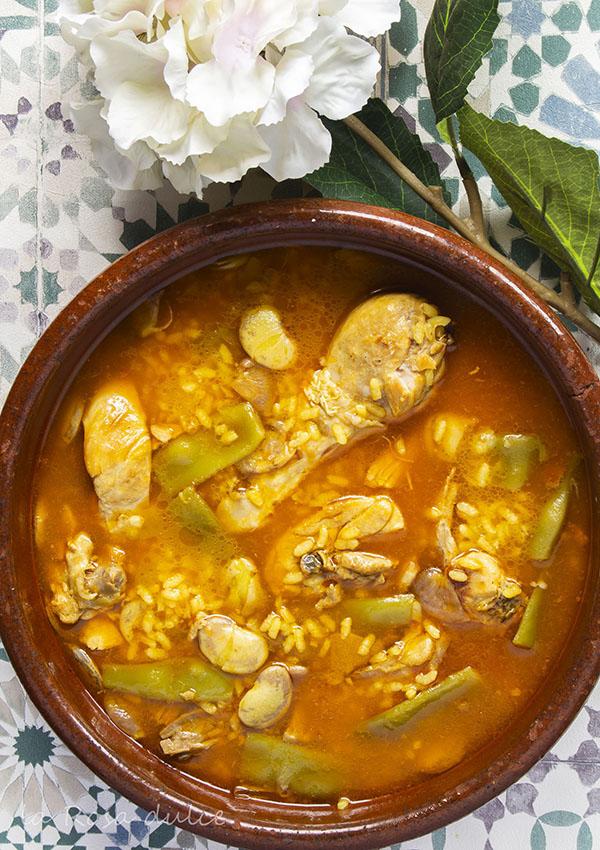 Arroz caldoso de pollo y conejo valenciano